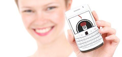 muestra mujer con teléfono móvil